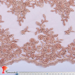 MERAKI. Tejido de tul bordado con adornos en piedras, perlas y lentejuelas pequeñas.