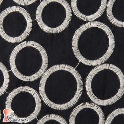 ALMENDRO. Tela de batista bordada con hilo de algodón.