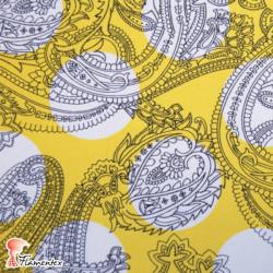 CANELA. Tela de satén/ elástico, perfecto para trajes de flamenca entallados. Lunar de 5,5 cm. de diámetro.