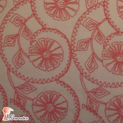 ALAJAR. Tela de batista bordada con hilo de algodón.